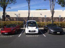 Des Tesla entourent la C-zero de Electric Odyssey