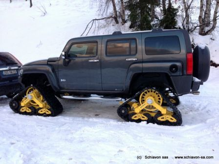 Hummer SnowTrack dans la neige à Courchevel