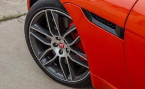 Jaguar F Type R 2015
