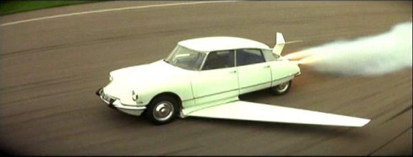 Citroen DS Volante et autonome dans Fantomas en 1965