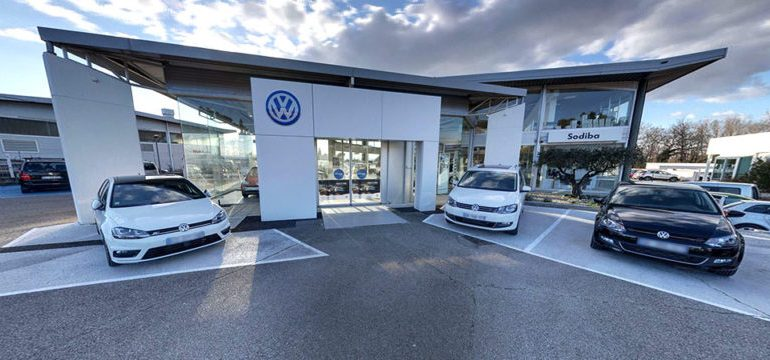 Volkswagen veut réduire la taille de son réseau de concessionnaires et lancer la vente de voiture en ligne