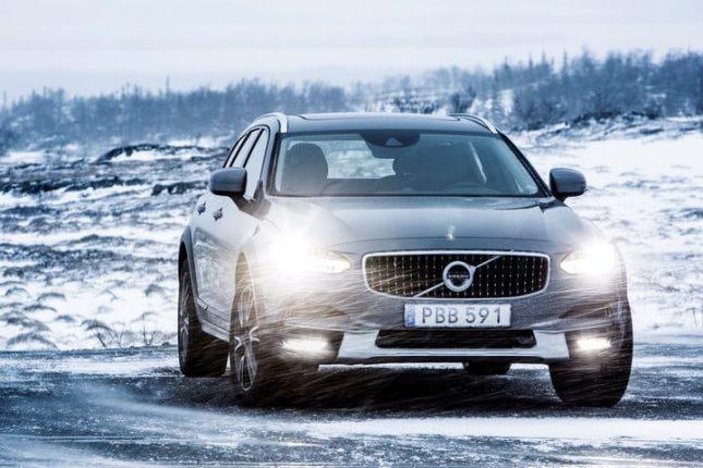 Meilleures voitures pour la neige volvo v90 en-tête