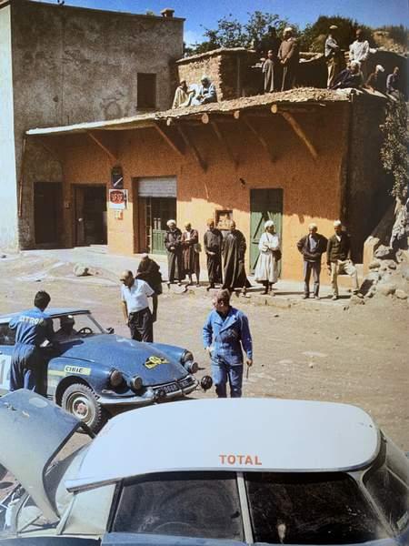 Voiture mythique, la DS n'en est pas moins une voiture sportive. Ici au rallye du Maroc 1969