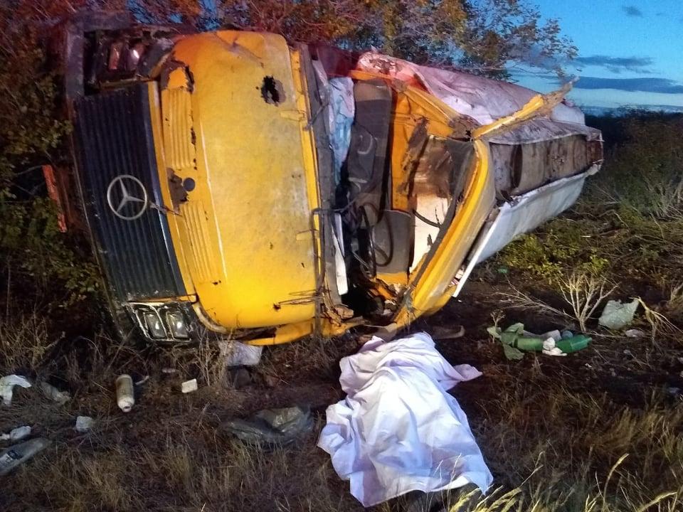 Homem morre após perder o controle de caminhão-pipa e capotar no Cariri -  Cariri Ligado