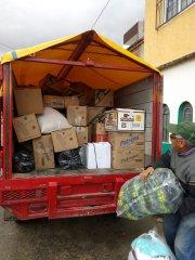Cargando el camión de Caritas