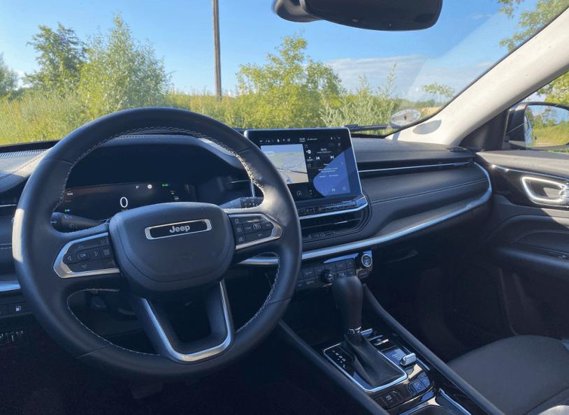 Et billede, der indeholder bil, sæde, køretøj, bilsæde Automatisk genereret beskrivelse