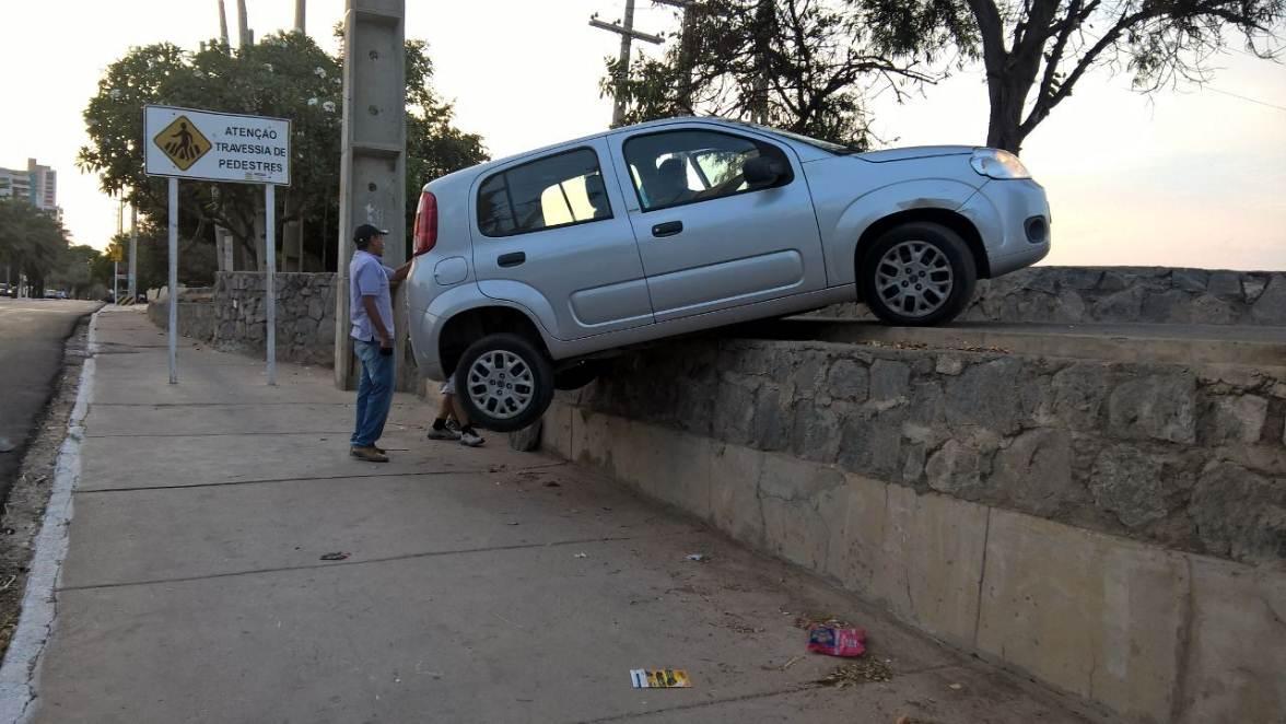 carro-subida-de-pedestres-ponte
