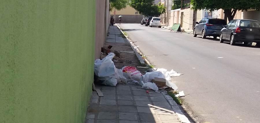 lixo-calcada-rua-sao-jose