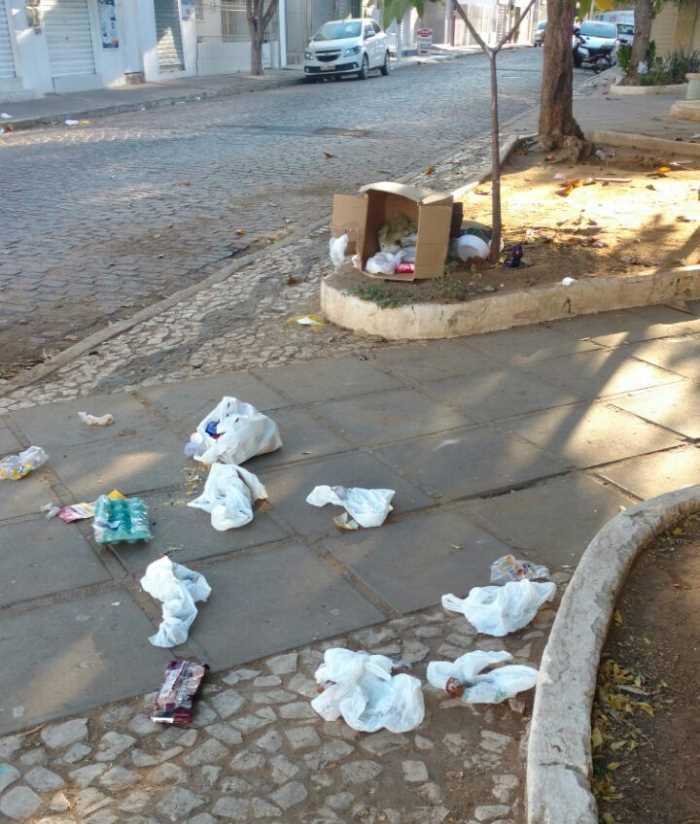 praca-do-galo-lixo