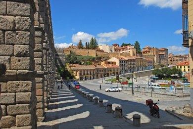 Acueducto Romano y Casco Histório