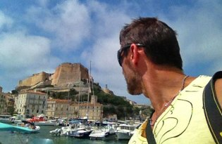 Carlos de Viaje en Bonifacio