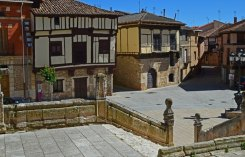 Plaza Mayor y casas típicas