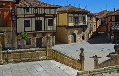 Plaza Mayor y casas típicas