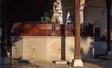 Bascarsija. Fuente Abluciones Mezquita Gazi Husrev Bey
