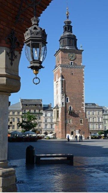 Plaza del Mercado. Torre del Ayuntamiento desde la Lonja de los Paños