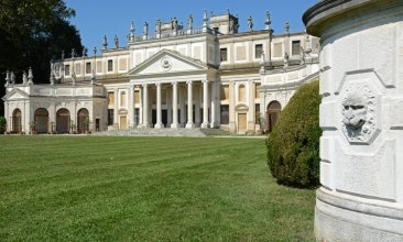 Villa Pisani. Caballerizas