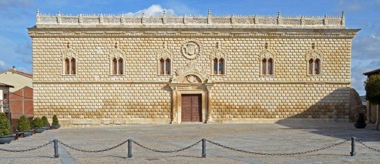 Fachada Principal del Palacio de los Duques de Medinaceli en Cogolludo