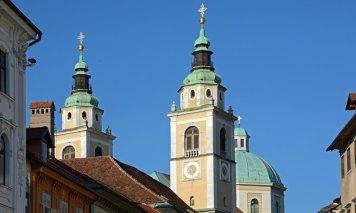 Liubliana. Ciudad Vieja. Torres de la Catedral de San Nicolás