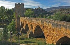 Puente Medieval y al fondo Frías