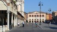 Plaza de Trento y Trieste. Logia de los Mercaderes