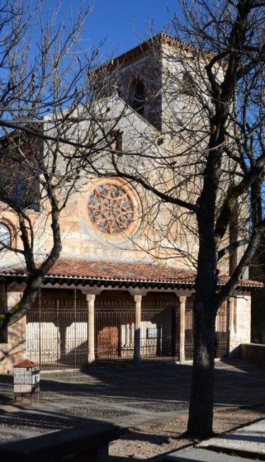 Portada de la Colegiata de San Cosme y San Damián