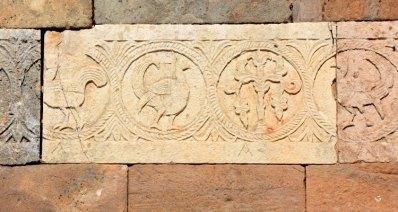 Gallos en el Friso de la Ermita de Santa María. Quintanilla de las Viñas