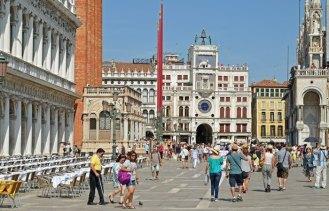 Piazza San Marco, al fondo Torre dell'Orologio