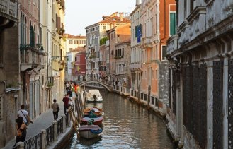 Canales Venecianos llamados Rii