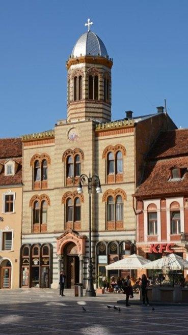 Brasov. Plaza del Consejo. Iglesia de la Santísima Trinidad