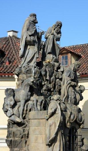 Puente de Carlos. Estatuas de Juan de Malta, Félix de Valois e Iván