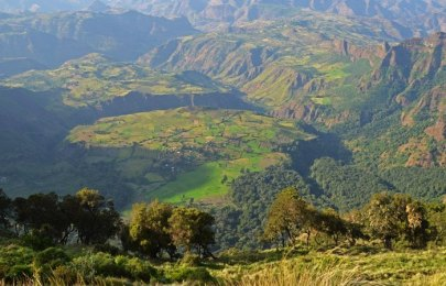 Desde los 3200 metros las mesetas a 2200 metros parecen muy lejanas