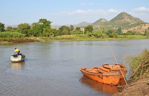 Paso de barcas en el Nilo Azul