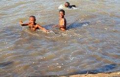 Bañándose en el Nilo Azul