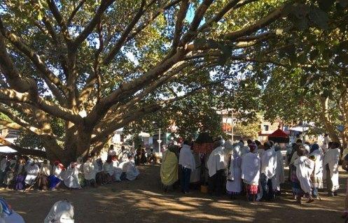 Cermonia de entierro en la Plaza de Lalibela