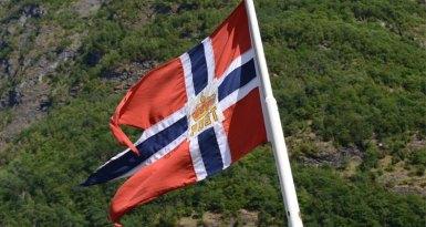 Fiordo de Nærøy. Bandera Naval de Noruega