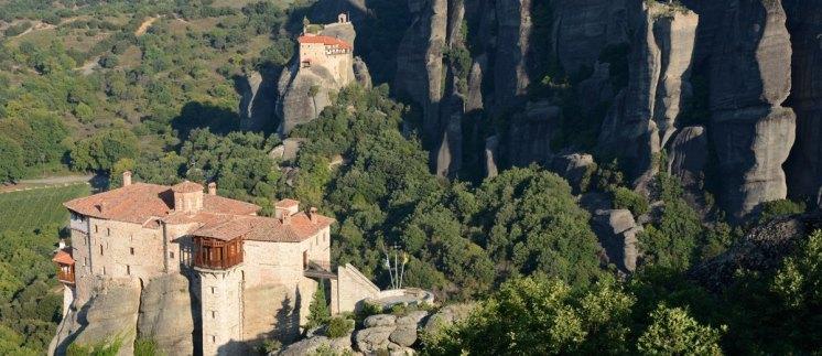 Monasterios de Roussenou y San Nicolás desde el Mirador