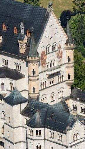 Castillo de Neuschwanstein. Patio y Fachada de los Caballeros