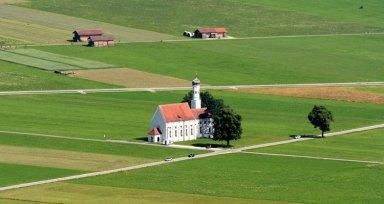 Praderas de Schwangau e Iglesia de San Coloman