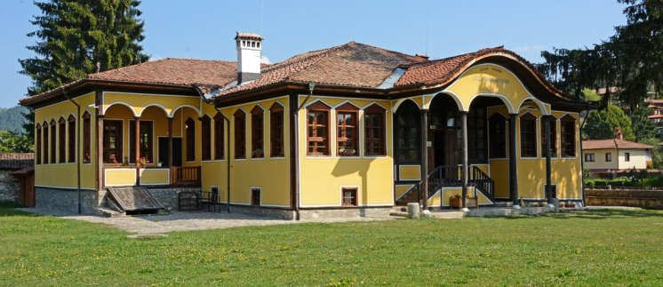 Post Portada Koprivshtitsa. Escuela. Casa Amarilla