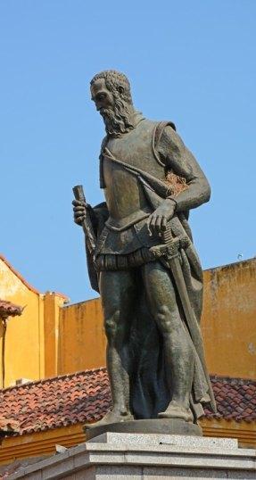 Plaza de los Coches. Monumento a Pedro de Heredía