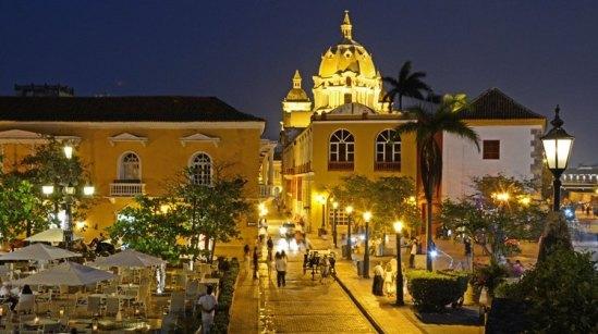 Plaza de Santa Teresa. Museo Naval del Caribe y Cúpula de San Pedro Claver