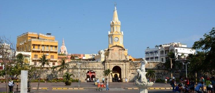Puerta del Reloj desde el Paseo de los Mártires