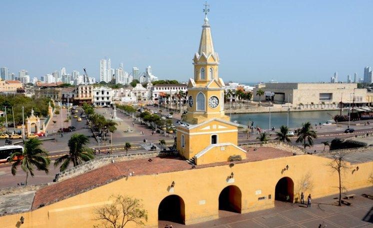 Puerta del Reloj y Plaza de la Paz