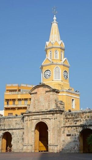 Puerta y Torre del Reloj