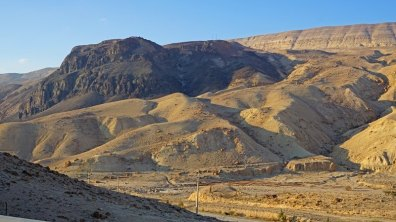 Montaña negra en Wadi Hasa (de origen volcánico)