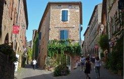 La Rue Saint-Michel y la Grand Rue Raimond VII confluyen en la Porte des Ormeaux