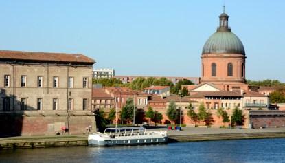 Río Garona. Gabarra y Capilla de Saint Joseph de la Grave