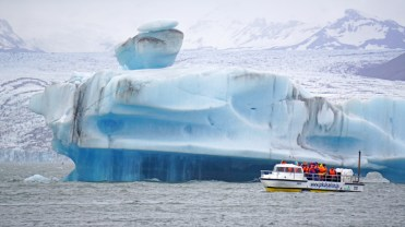 Navegación en Jökulsarlon, al fondo el glaciar