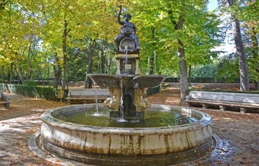 Fuente de Baco en verano
