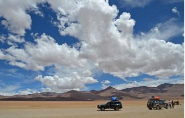 Land Rover atravesando el Desierto Dalí